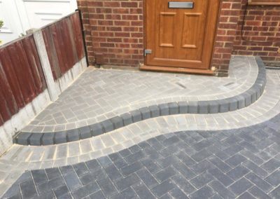 GALLERY IMAGE 11 BLOCK PAVING